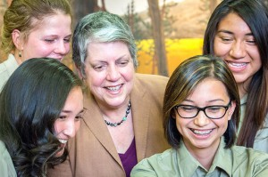 President Napolitano and students from UC Merced's Yosemite Leadership Program take a selfie. Image credit: Veronica Adrover/UC Merced